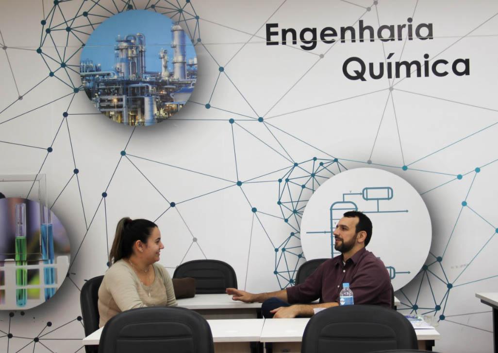 O empresário Flávio Waltz com uma aluna de Química durante o primeiro encontro da Mentoria.
